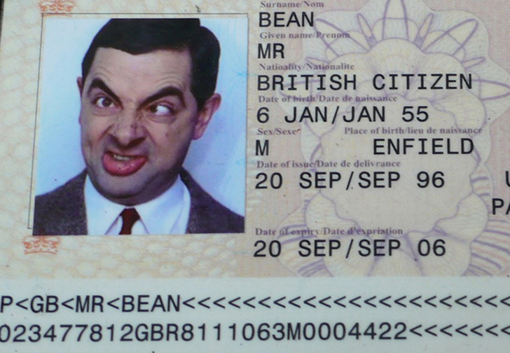 Фото №1 - Почему нельзя улыбаться, фотографируясь для паспорта?