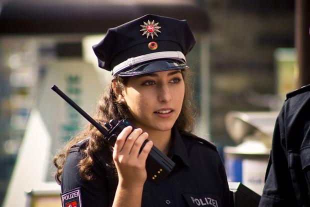 Фото №3 - Самые красивые девушки-полицейские мира