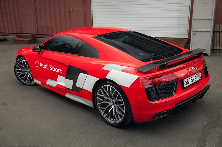 Фото №4 - Главный суперкар Баварии обновили. Мы об Audi R8, если что