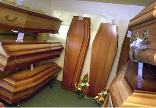 В США пройдут соревнования по лежанию в гробу (среди живых)