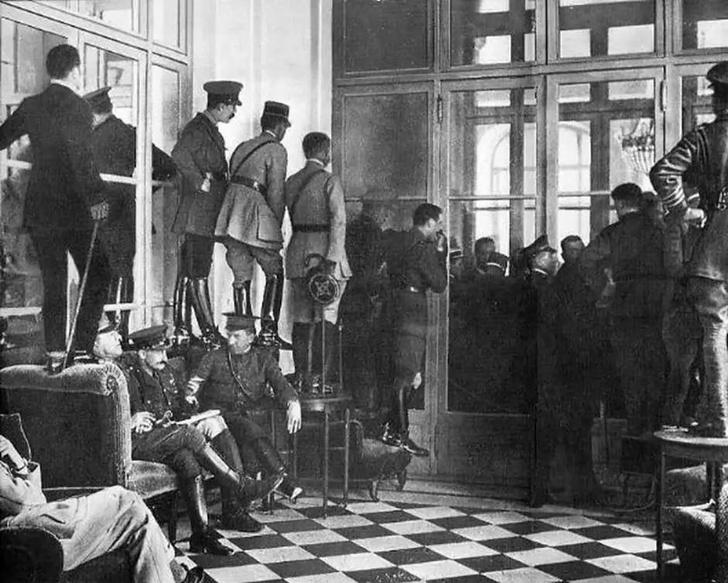 Фото №3 - Мертвый лже-Гитлер и еще 4 редкие фотографии