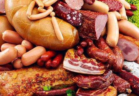 Правительство хочет ввести сборы с продаж колбасы и сосисок, Минздрав одобряет