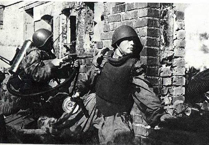 Фото №1 - «Панцирная пехота»: советский спецназ для штурма германских городов-крепостей