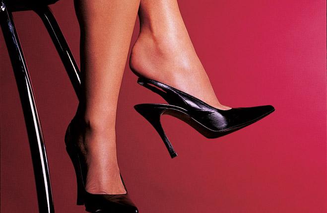 Фото №4 - Как понять, чего хочет женщина, по губам, ногам и подключичным впадинам