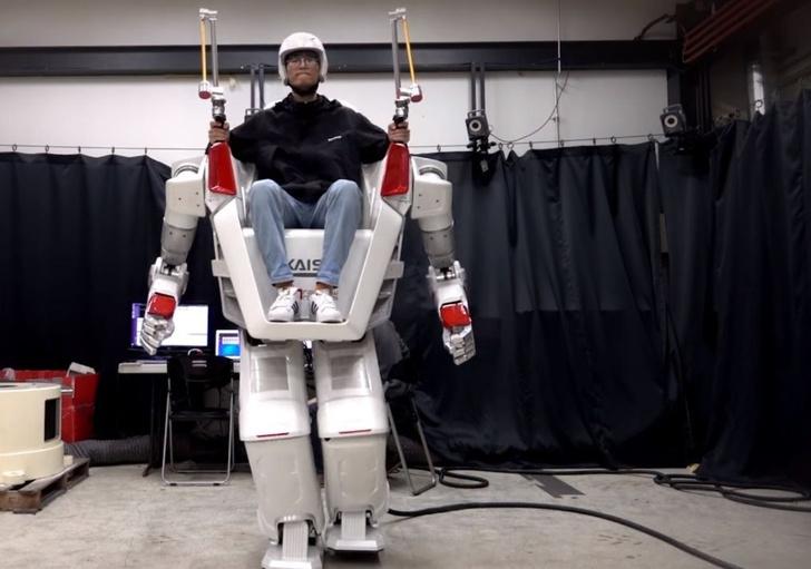 Фото №1 - Вот он какой! Ездовой робот-гуманоид в действии! (Ошеломительное ВИДЕО)