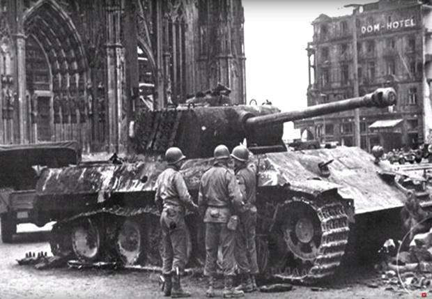 Фото №1 - «Першинг» против «Пантеры»: реальное видео танкового боя Второй мировой войны