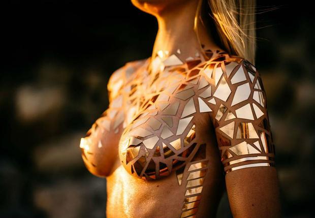 Фото №1 - Наши любимые «голые купальники» стали еще горячее!