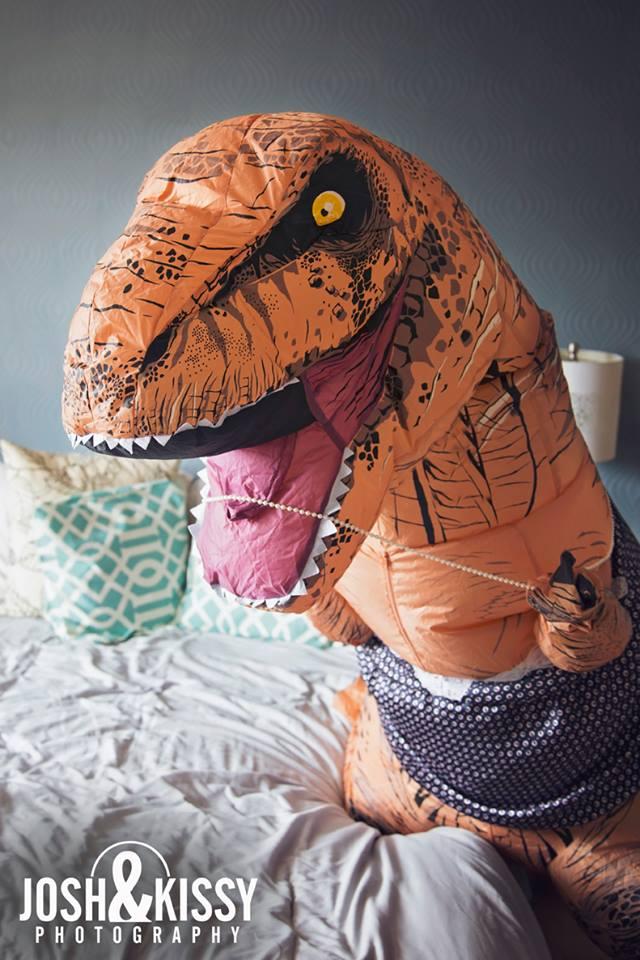 Фото №8 - Эротическая фотосессия в костюме динозавра!