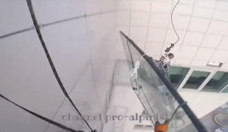 Фото №1 - 400-килограммовое стекло падает с 47-го этажа высотки! Пронзительное ВИДЕО