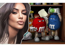 Ким Кардашьян поделилась лайфхаком, как она ест M&M's (видео)