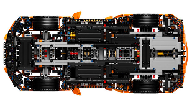 Фото №5 - Сборную модель Porsche разбили в краш-тесте, как настоящий автомобиль