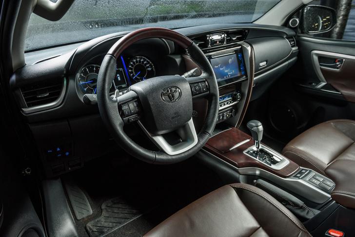 Фото №5 - Toyota Fortuner: большой, емкий, крепкий