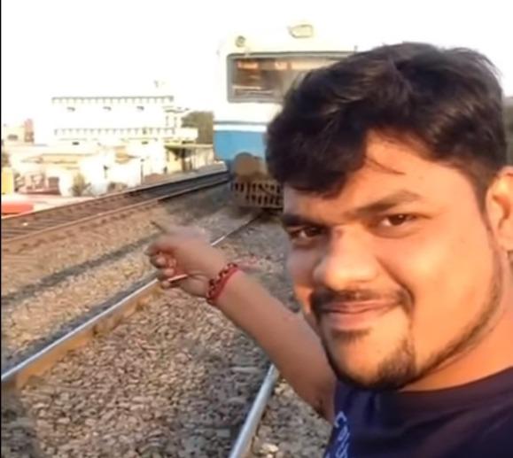 Фото №1 - Парень снимал крутое селфи, а снял, как его сбил несущийся поезд (убийственное ВИДЕО)