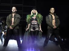 Бритни Спирс снова оголила грудь на концерте!