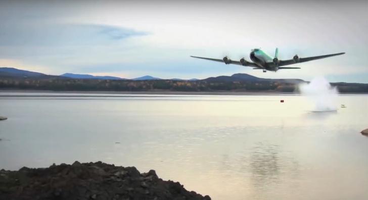 Фото №1 - ВИДЕО прыгающей авиационной бомбы (да, и такая бывает)