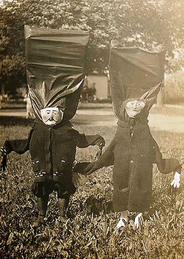 Фото №8 - Самые жуткие ретрокостюмы на Хеллоуин!