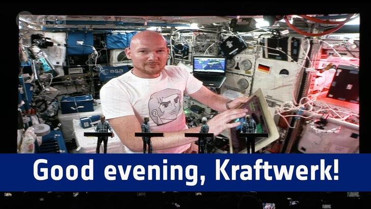 Фото №1 - Kraftwerk сыграли вместе с космонавтом на МКС (ВИДЕО)