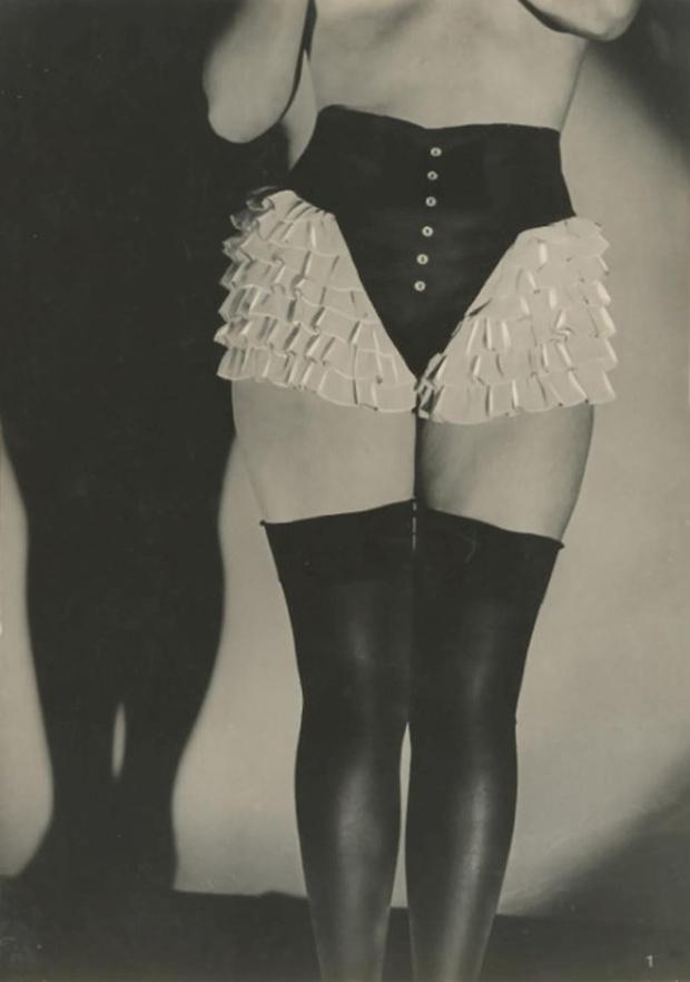 Фото №1 - Реклама фетишистского нижнего белья 1920-х годов