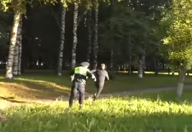Фото №1 - В Кирове пьяный водитель попытался сбежать от полиции, но потом назвал это обычной пробежкой (видео)