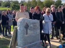 Ирландец перед смертью решил повеселить близких, и спрятал у могилы запись со своими загробными криками (видео)