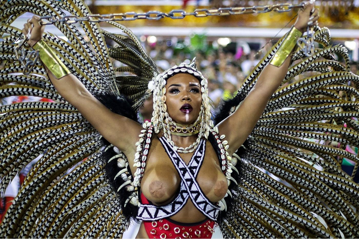 горячие красотки с бразильских карнавалов тут