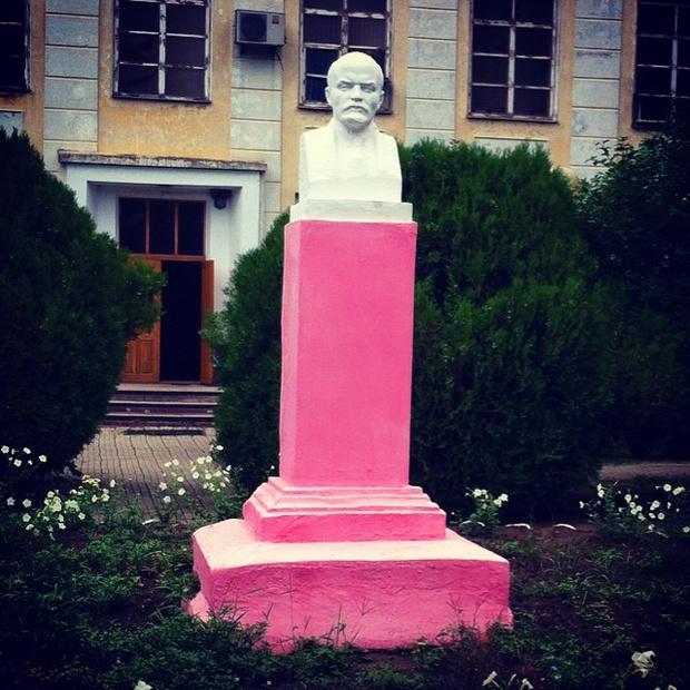 Фото №13 - Самые дурацкие памятники Ленину