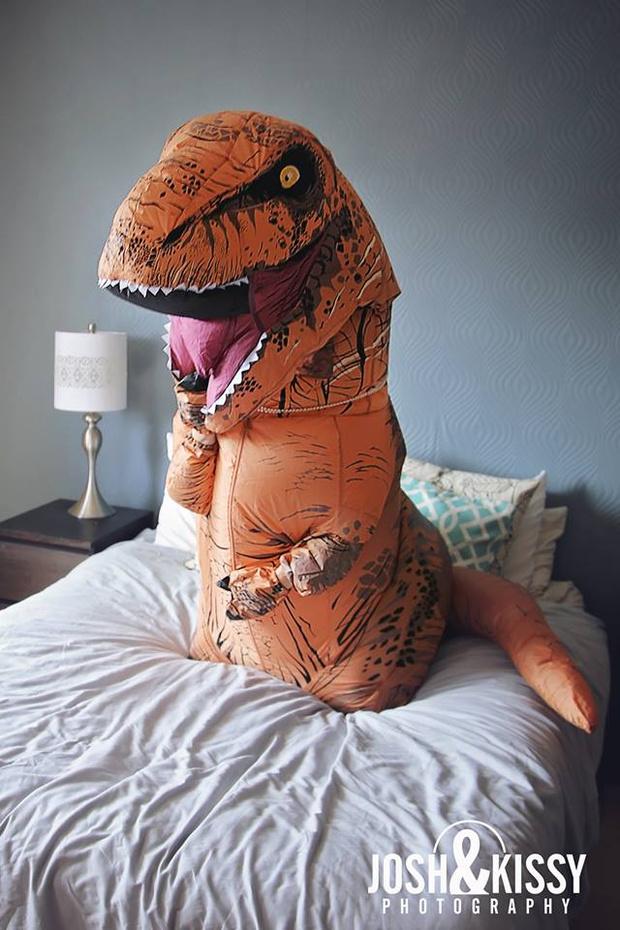 Фото №4 - Эротическая фотосессия в костюме динозавра!