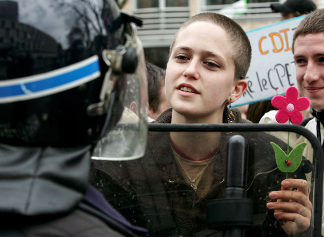 Фото №23 - Ненасильственное сопротивление: как правильно троллить власть, подтачивая ее основание