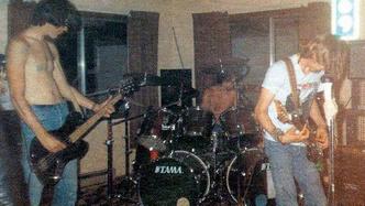 Фото №1 - Найдены ранее невиданные кадры первого выступления Nirvana