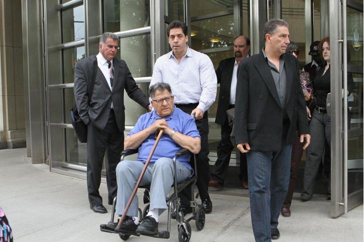 Фото №3 - Самый старый мафиози в мире досрочно выпущен из тюрьмы по случаю своего 100-летия