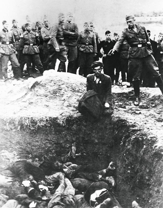 Расстрел голых евреев нацистами