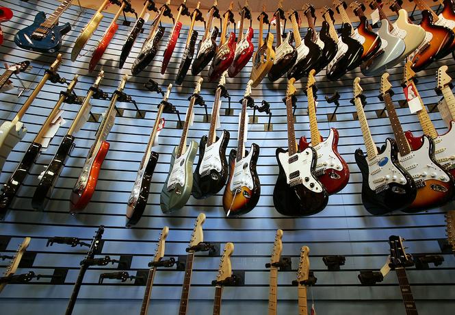 Рок-н-ролл опять умирает: за последние 10 лет продажи гитар снизились на треть