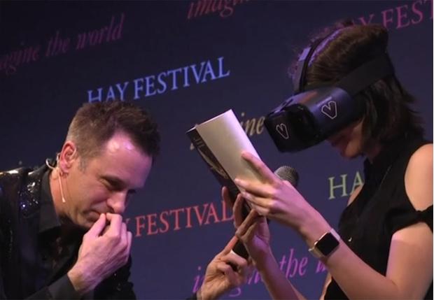 Фото №1 - Трогательное видео: ослепшая несколько лет назад девушка снова смогла видеть с помощью современных технологий