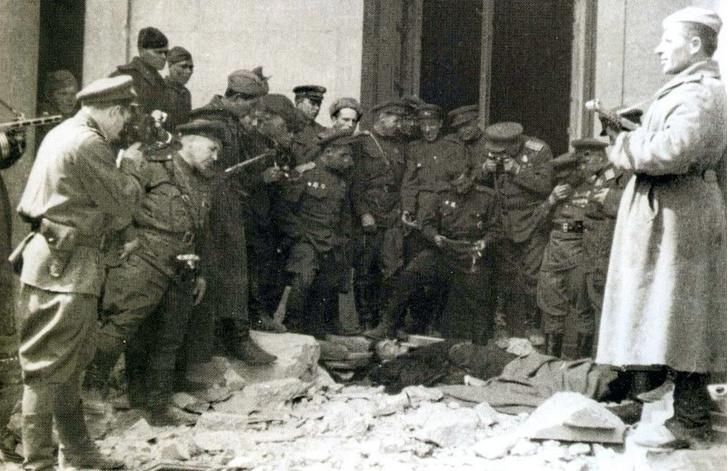 Фото №2 - Мертвый лже-Гитлер и еще 4 редкие фотографии