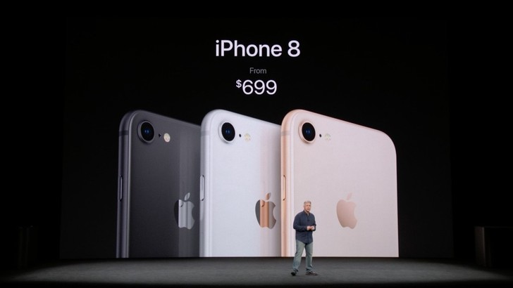 Цены на айфоны 8 и 8 Plus: $699 и $799.