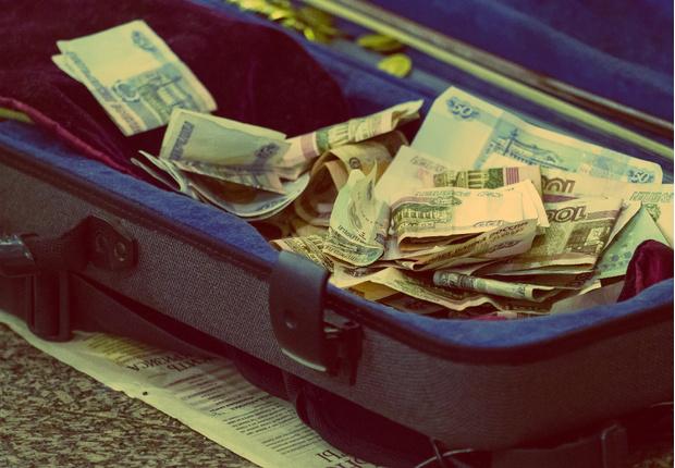 Фото №1 - Кто богаче — Путин, Медведев или жена Шувалова? Обнародованы доходы президента, его администрации и членов правительства!