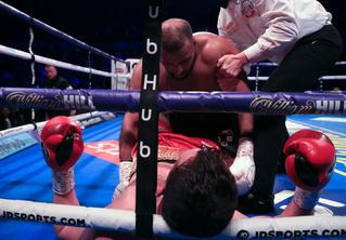 Боксер укусил противника в бою — и впервые в жизни проиграл (видео)
