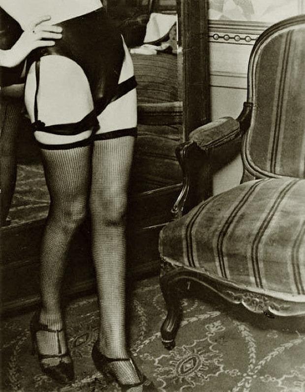 Фото №11 - Реклама фетишистского нижнего белья 1920-х годов