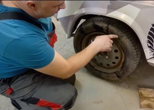 Мужики поставили на один диск две покрышки  (видео)