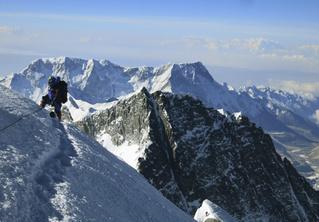Китай снова пытается уменьшить высоту Эвереста