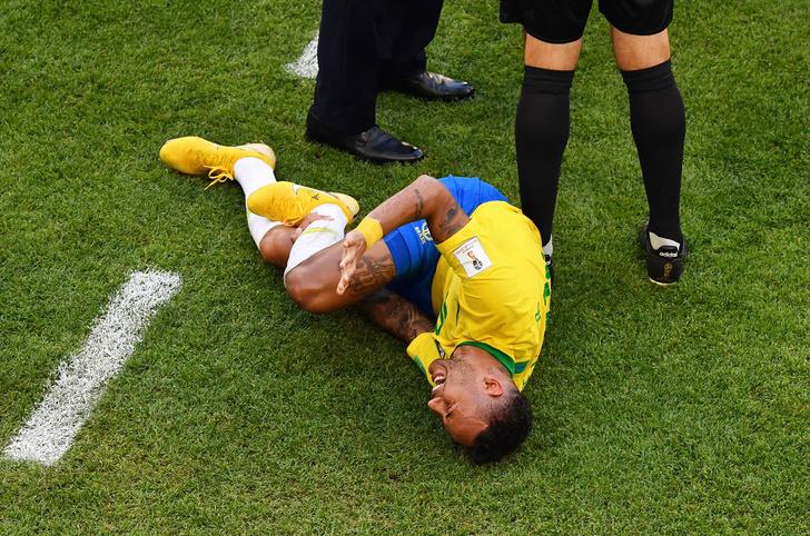 Фото №1 - Бразилия вымучила победу над мексиканцами