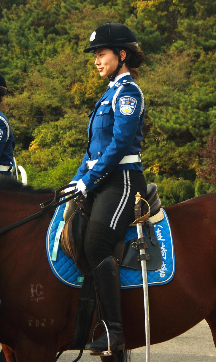 Фото №15 - Самые красивые девушки-полицейские мира