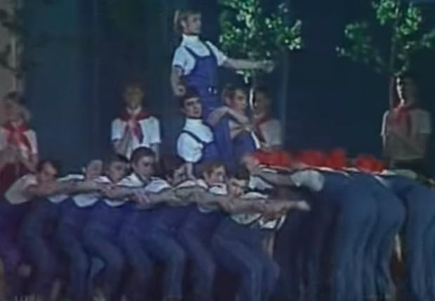 Фото №1 - Видео дня: танец механизаторов 1976 года