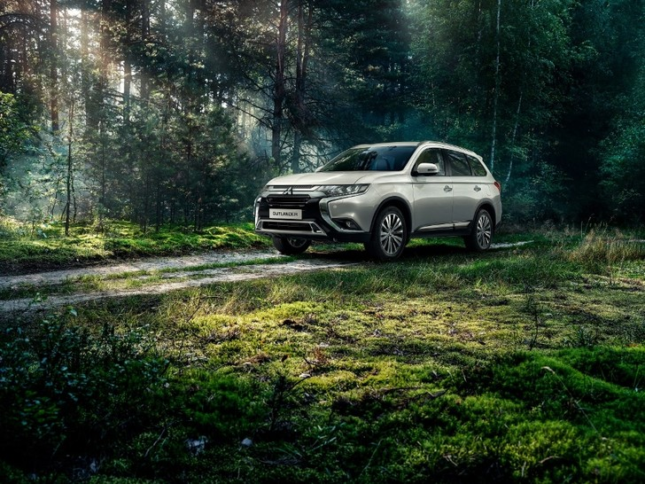 Фото №2 - В России продано 250 000 автомобилей Mitsubishi Outlander!