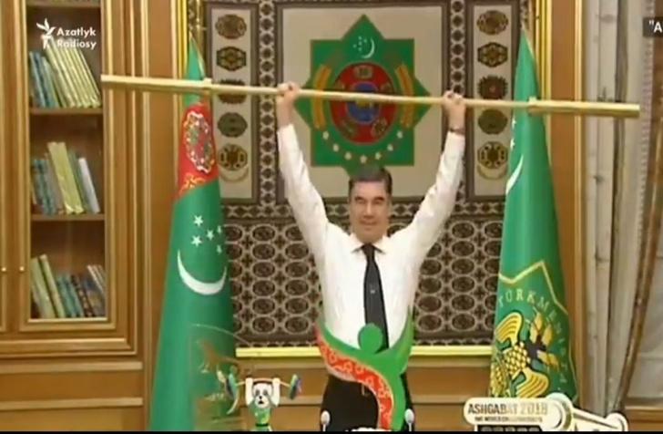 Фото №1 - Президент Туркмении жмет гриф штанги. Министры аплодируют стоя (видео, вызывающее сложные чувства)