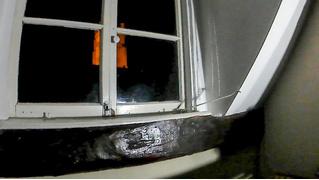Жуткое видео: окно открывается само по себе