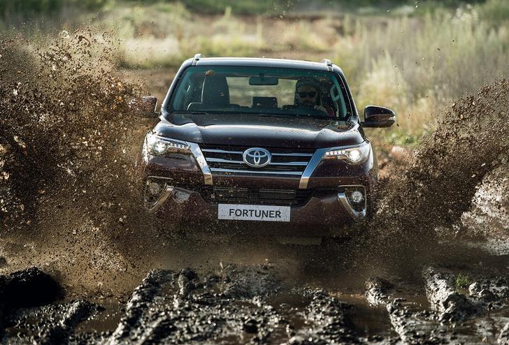 Фото №1 - Toyota Fortuner: с октября на всех бездорожьях страны!