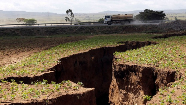 Фото №2 - Африка треснула пополам
