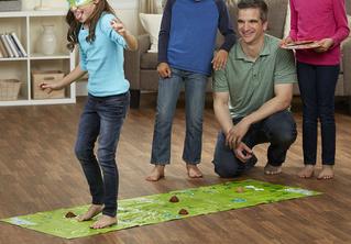 «Не наступи на какашку!» — пожалуй, самая странная напольная игра в мире