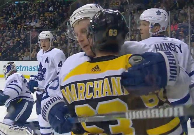 «Уйди ты со своими поцелуями!» НХЛ официально запретила хоккеисту облизывать соперников